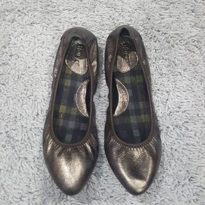 [Born] Gray Silver 'Halle' Leather Ballet Flats